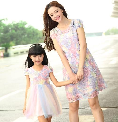 Мать дочь платья новый летний семья цветочным кружевом платья мумия дочь девушка ...