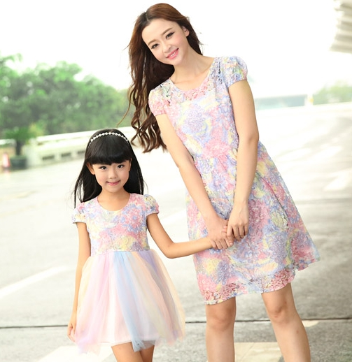 mother daughter dresses New Summer FAMILY Floral Lace Dresses Mummy Daughter Girl dress Kids Girls Party dress(China (Mainland))