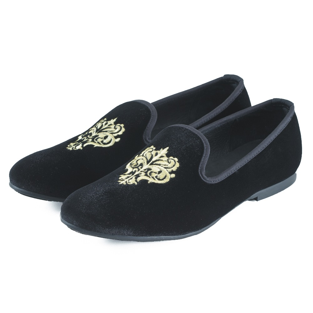 "The accompanying text states ""Blue velvet formal house slipper with gold monogram, worn by well-dressed men at house parties in Palm Beach and other Southern resorts."" Note that the illustrated slipper resembles a regular one more than a traditional Albert slipper."