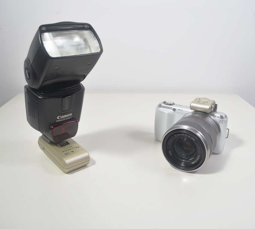 2.4 GHz Next Wireless Flash Trigger For Sony NEX Series. Works with NEX-3C, NEX-5C, NEX-5N Cameras