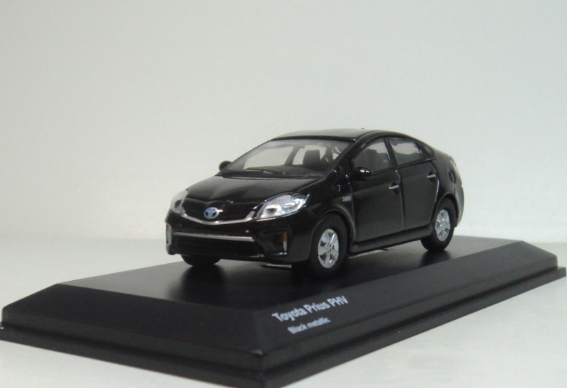 TOYOTA MiniCar Collection - kyosho 1:64 Toyata PHV black metallic Diecasts model car(China (Mainland))