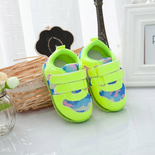Babies Glowing Sneakers Soft Bottom Fluorescent Green Baby Sneakers Antiskid Camouflage Leather Leisure Cheap Fashion Sneakers(China (Mainland))