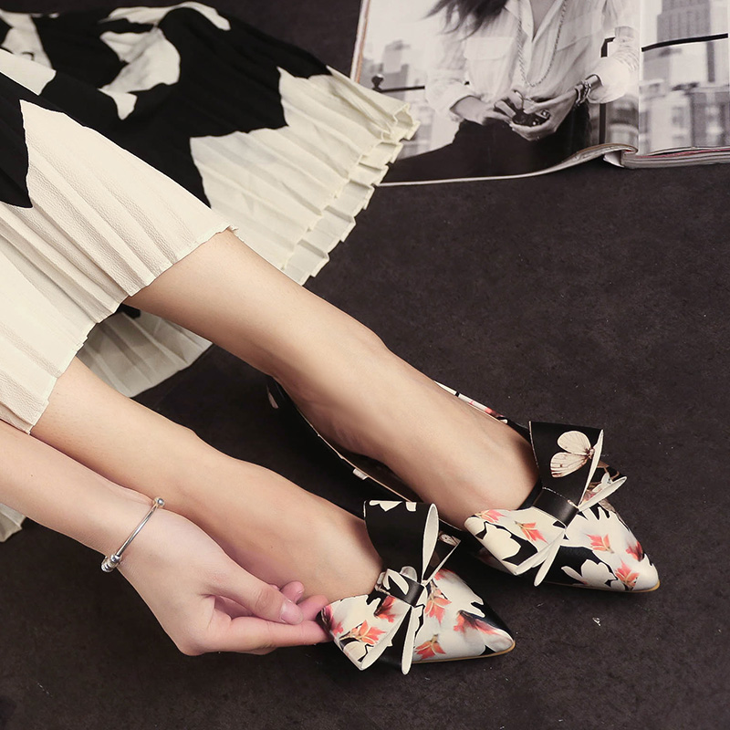 2016 Autumn Shallow Mouth Pointed Toe Shoes Female Flat Moccasins Flat Heel Bow Ship Ladle Shoes Women'S Shoes(China (Mainland))