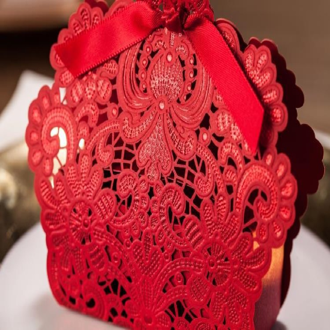 Fashion 100 pcs Red Laser Cut Wedding Favor Boxes Wedding Candy Box Wedding Favors And Gifts(China (Mainland))