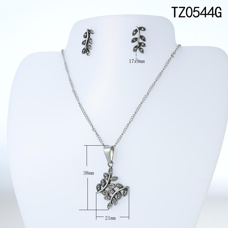 http://g02.a.alicdn.com/kf/HTB1Zc2QOVXXXXXxaXXXq6xXFXXXl/The-new-font-b-sets-b-font-crystal-Compatible-with-font-b-Pandora-b-font-jewelry.jpg