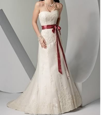 Elegant white backless heart shaped neckline embroidered for Wedding dress heart shaped neckline