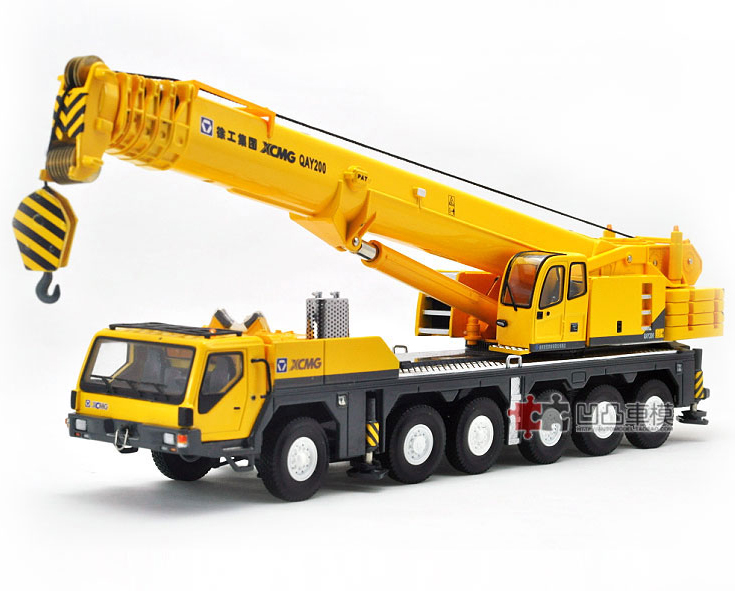 1/50 scale XCMG QAY200 Mobile Heavy all terrain Crane Metal Die Cast Construction vehicles toy(China (Mainland))