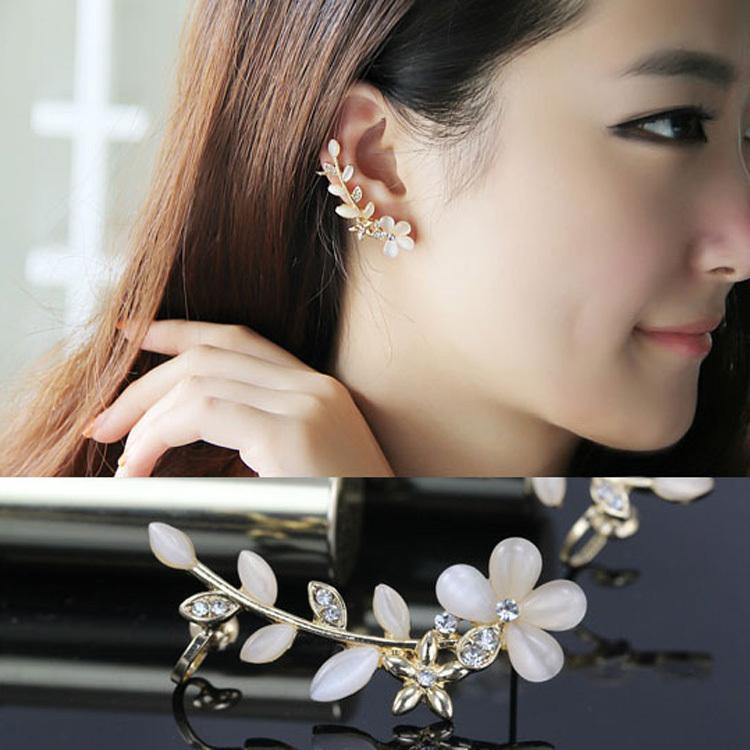 1pcs Chic Flower Shape Rhinestone Right Ear Cuff Clip Golden Ear Clip Fashion Jewelry Drop Shipping EAR-0088(China (Mainland))