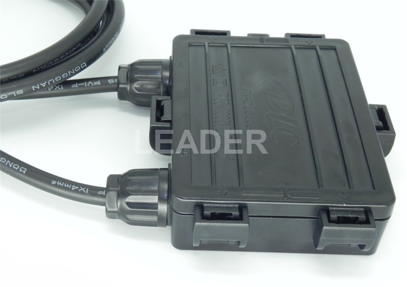 5 pcs/lot Waterproof IP65 4 Way PV Solar Junction Box for Solar Panel with 4.0mm2 Cable and 4 Diodes XH0196(China (Mainland))