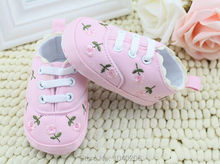 Elegant Baby Shoes 2 Colors Little Lace Embroidered Cotton Shoes Soft Bottom Baby Girl Shoes First Walkers Wholesale(China (Mainland))