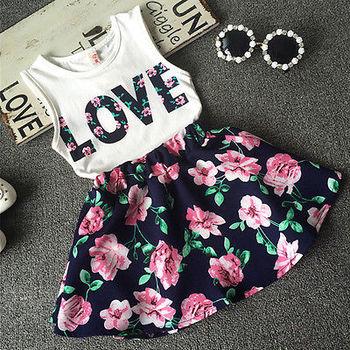 2016 новинка симпатичные девочки одежда комплект лето рукавов футболка топ и цветочный юбка 2 шт. маленькие девочки наряд комплект