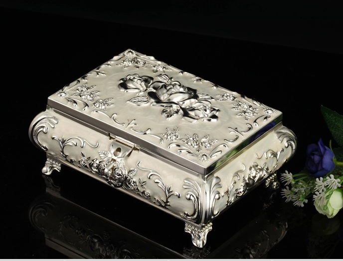 Small Size Silver Metal Jewelry Box Jewelry Cases Display Ring Pillow birthday gift the Valentine's Day gift box free shipping(China (Mainland))