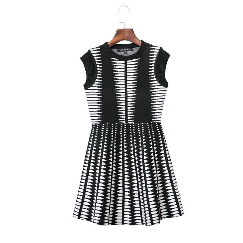 Factory Direct Fashion Couture Knitted Dress Casual Pleated Sleeveless Summer Striped Lolita Dress(China (Mainland))