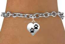 Wholesale metal znic alloy jewelry anti-silver dog footprints heart charms bracelets(China (Mainland))