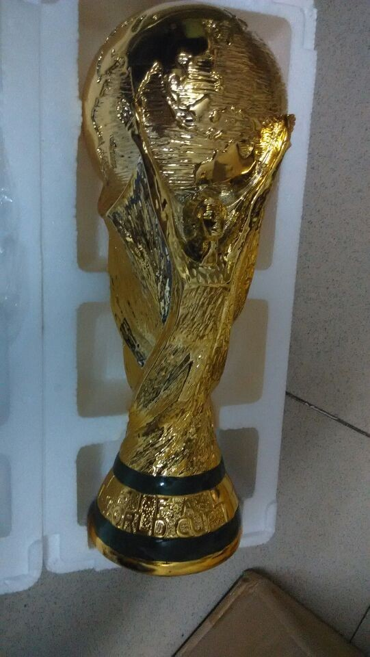 Brazil world cup trophy RESIN WM-POKAL CUP replica best soccer fans gift 13.5cm(China (Mainland))
