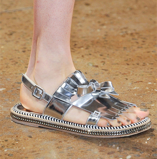 2015 Peter fashion show silver chain tassel flat bottomed leather sandals 100 real leather back strap