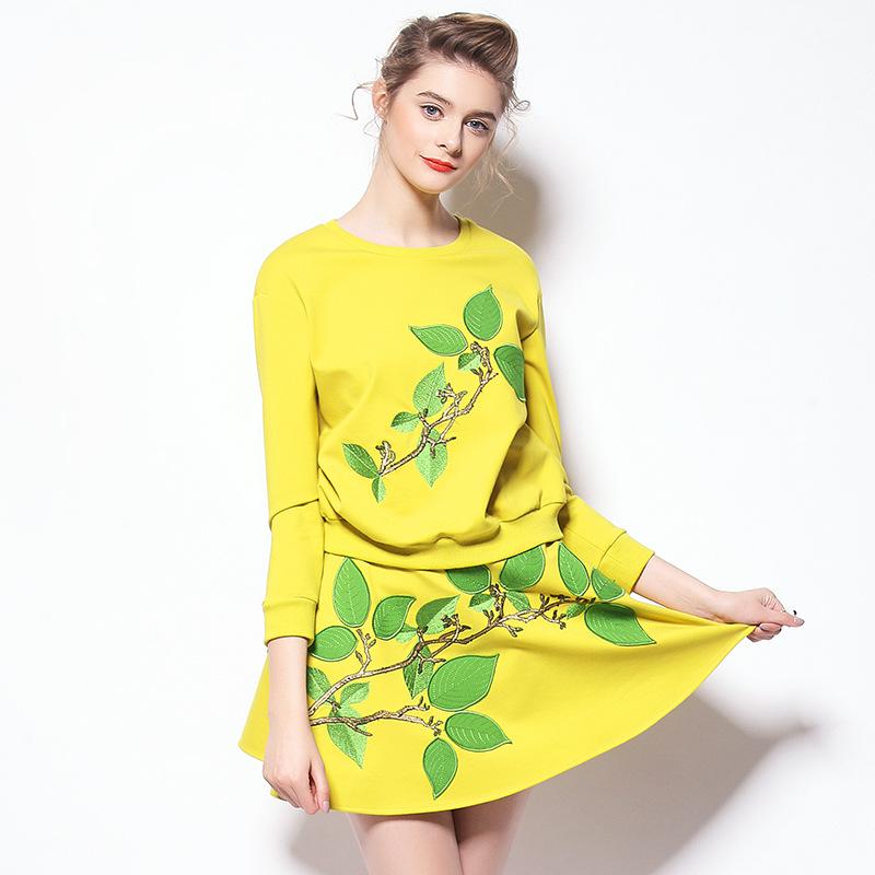 Здесь можно купить   sprg  2015  new dress suits  new embroidered skirt two-piece Q150056  Одежда и аксессуары