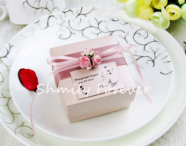 Free Shipping! Elegent Pink Candy Boxes with tiny cutie flowers ideas for bridal shower favors(China (Mainland))