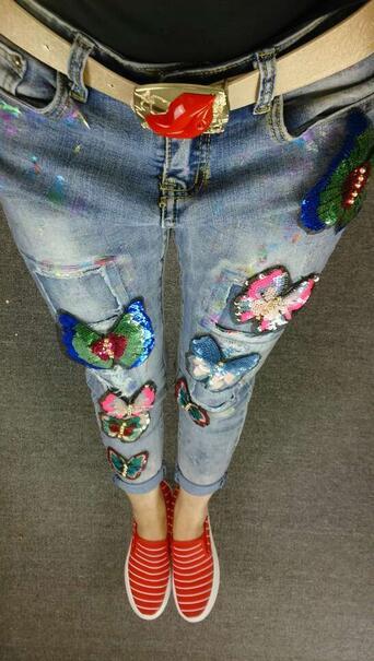 Скидки на Личность Маркировки Отверстие Ноги И блестки вышивка лоскутное бабочка прилагается женский улица Джинсы D977