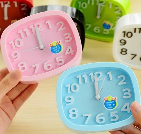 Despertador New Arrival free Shipping Hot Sales 6 Colors Colorful Desktop Plastic Needle Alarm Clock Square Shape Mini Quartz(China (Mainland))