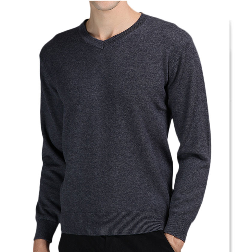 Roadster clothing brand offers stylish and trendy woolen sweaters for men which give an attractive look in the cool winters. The sweaters and sweatshirts can be worn with casual outfits. The products from this brand are unique, handmade and crafted with best quality wool to acquire a personalized look.