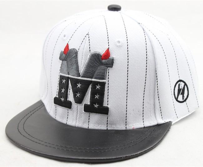 2016 новые лето мальчики и девочки письмо вышивка Snapback регулируемые плоским вдоль хип-хоп бейсболки полосой шляпа солнца