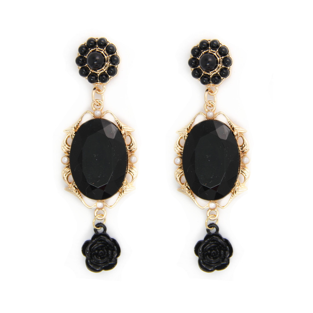Model Earrings Create A Protective Sheath Of Chaitanya  Due To This, It Is Important To Regularly Purify The Jewelry To Remove The Black Energy Thus Every Ornament