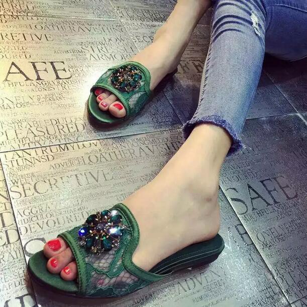 Preço de fábrica 2016 verão rendas strass superior chinelos de praia forro de pele de carneiro confortável mulheres desliza sapatos sandálias da moda(China (Mainland))