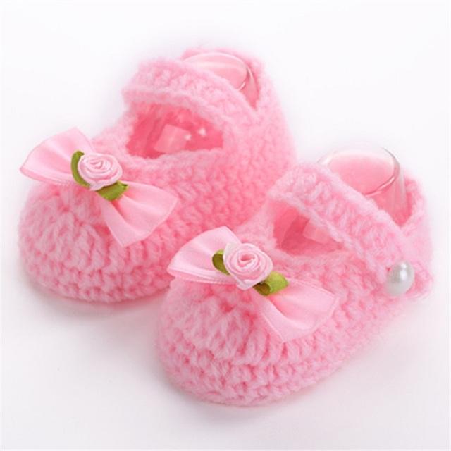 Марка детская обувь ручной работы, Младенец связал обувь девушки крючком, Sapatos ...
