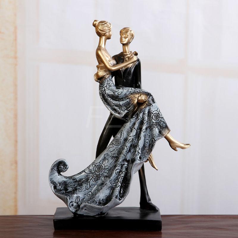 2015 New Resin Cake Topper Couples Romantic Wedding Cake Decoration Cake Accessory Cake stand Wedding Gift(China (Mainland))