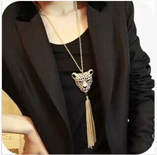 Europe and the United States act the role ofing is tasted Big queens BaoTou tassel necklaces Domineering sweater chain(China (Mainland))