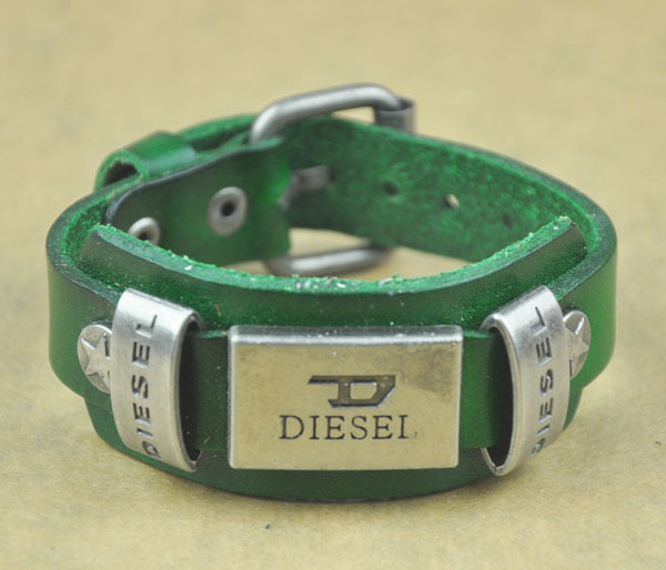 Men Bracelet for Woman Jewelry Bracelets Rock Punk Bracelet Metal Stud Clasp Genunine Wrist Watch Design