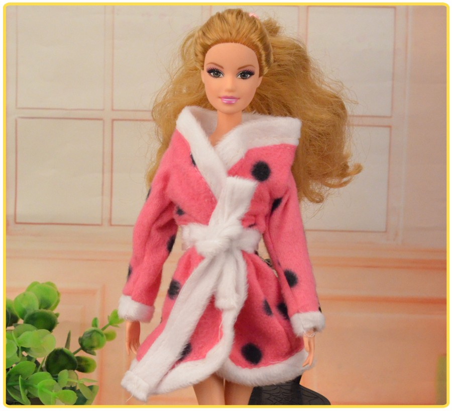 Ucanaan 1 PC Bathrobe Garments Vogue Woman Outfit Put on for Barbie Doll Free Transport Equipment
