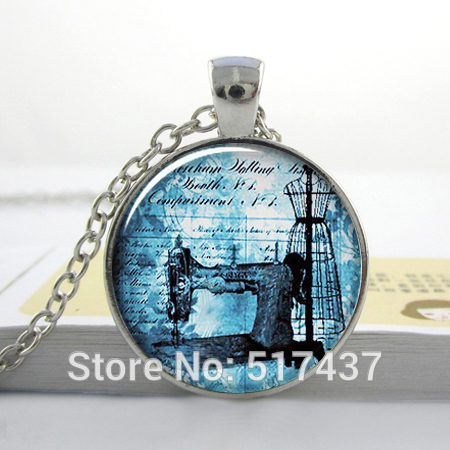 1pc free shipping O38 Antique Sewing Machine pendant , seamstress necklace, sewing charm, dressmaker jewelry(China (Mainland))