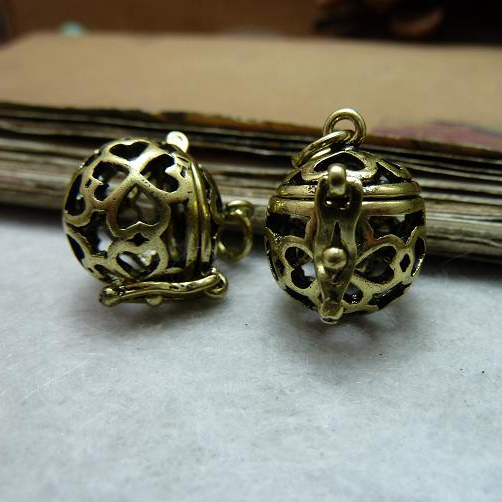 Free shipping 2pcs Brass Pendant Necklace Charm Jewelry Accessories 16*20mm Hollow Clover Pattern Magic Ball Wishing Box Cage(China (Mainland))