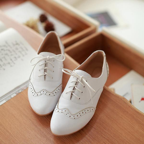 2014 New fashion Fashion PU Leather Carved Oxfords shoes Womens Flat Lace Ballet Retro black white nurse V173
