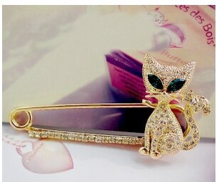 Free shipping accessories crystal green kitten brooch pin trench buckle corsage(China (Mainland))