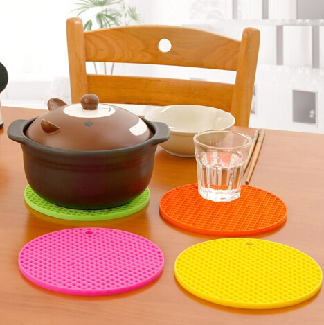 New Wholesale(4pieces/lots) Silicone Round Heat Resistant Dinner Mat Cup Coaster Cushion Placemat Pad color varies(China (Mainland))