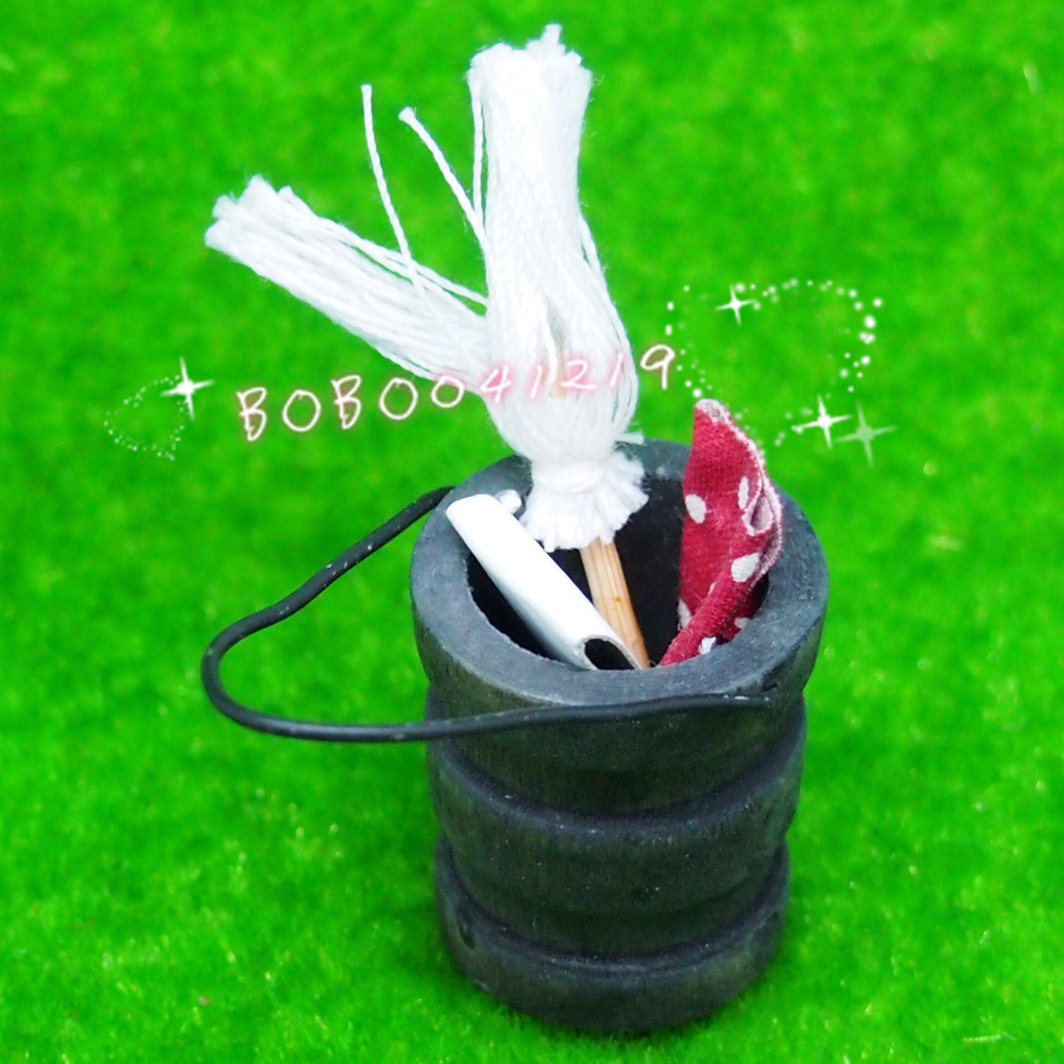 Dollhouse Miniature Garden wooden bucket with duster cloth H2.9cm RP1432(China (Mainland))