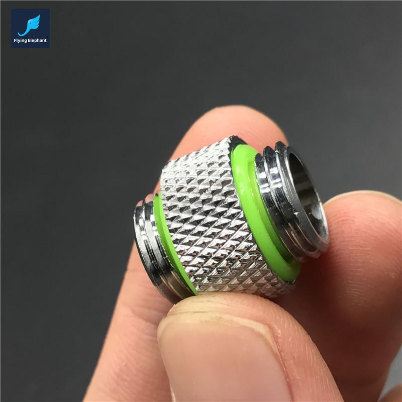 Радиатор системы охлаждения zalman reserator 3 max имеет округлую форму и конструктивно состоит из двух