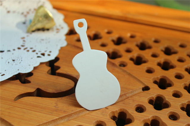Guitar Shape White Paper Tag Gift Flower Coffee Shop Wishing Message Decoration Hang Tag Packaging Label(China (Mainland))