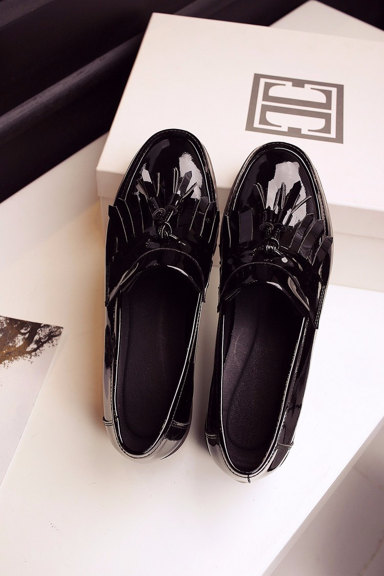 Women Patent Leather Fretwork Vintage Flat Oxford Shoes Woman Flats 2017 Fashion tassel Brogue Oxford women shoes moccasins