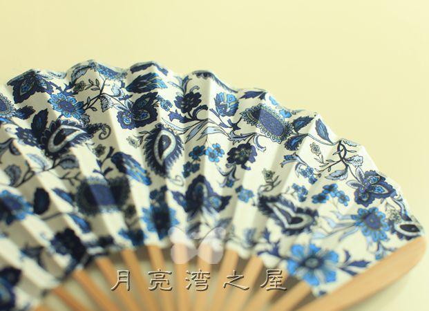 1 PCSKwai shape fan Collapsible Chinese bamboo fan Folding fan Home decor New Beautiful Oriental Silk Hand fan(China (Mainland))