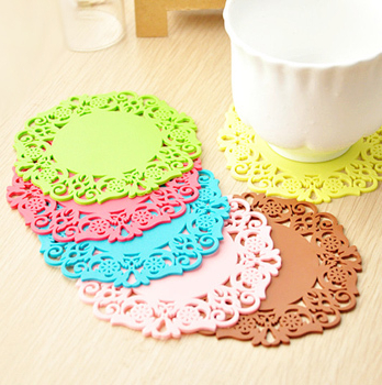 AliMing Colored Lace Cup Mat PVC Tea Placement accessories for table Kitchen Novelty households color random(China (Mainland))
