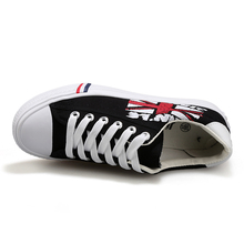 Top quality men low top sneakers classic lace up canvas shoes flag print casual flat sheos