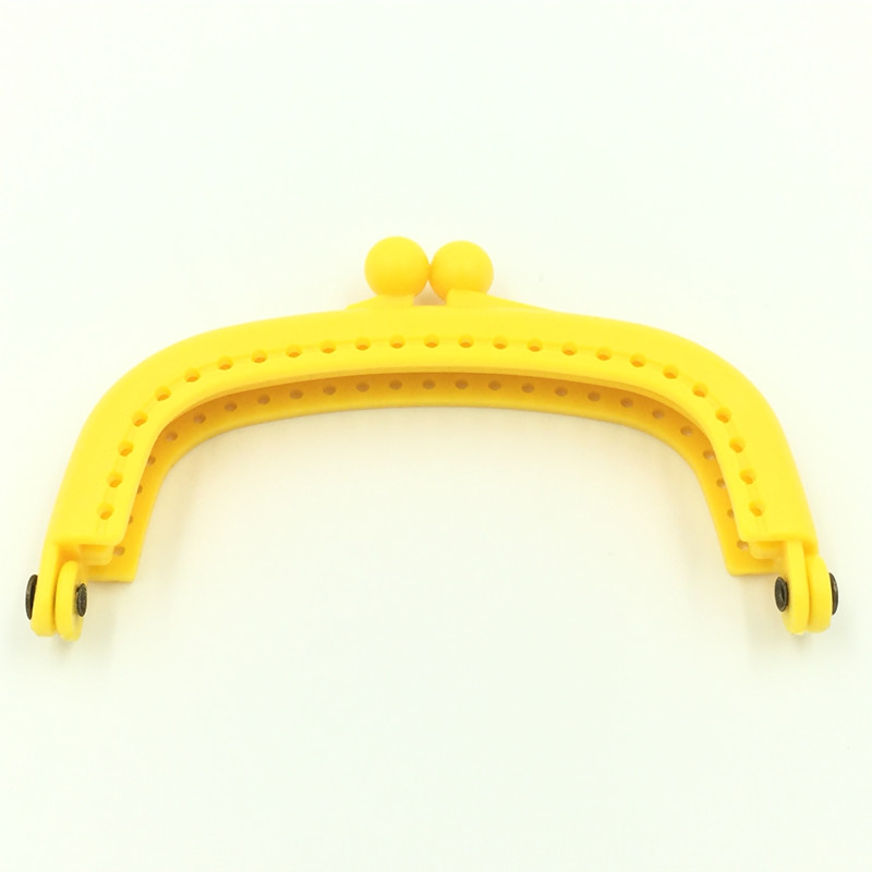 125Pcs Wholesale High Quality Yellow Plastic Coins Purse Arc Frame Kiss Clasp 9x5cm Lock Clutch Handbag Handle Findings(China (Mainland))