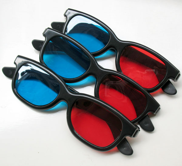 blue and red 3D glasses pic 2
