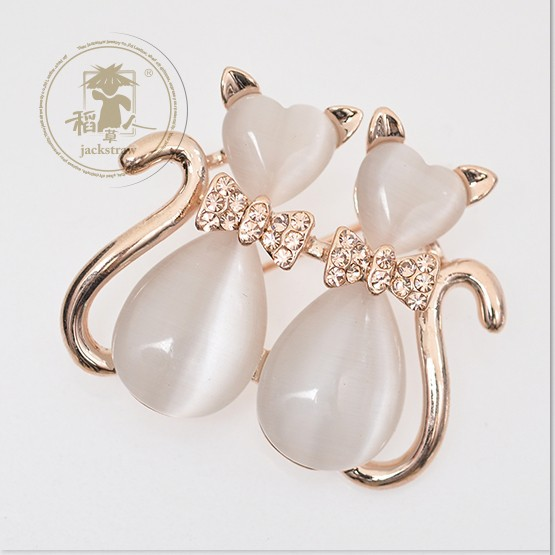 2015 wholesale black and white opal little gold-plated cat brooch rhinestone wedding brooches for women(China (Mainland))