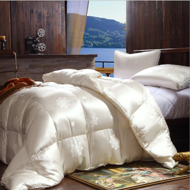 Luxury duvet 98% goose down filling inside 100% mulberry silk jacquard shell cover queen size king size on sale(China (Mainland))