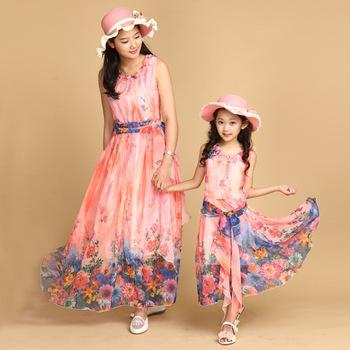 Новый 2015 мама и дочь платье с поясом длиной макси летний стиль отпуск платья семейный пляж платье шифон девушки и женщины одеваются